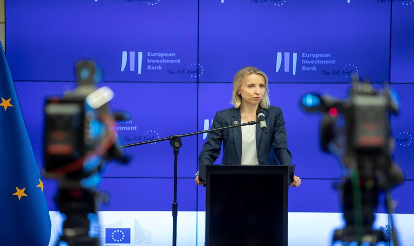 Fot. Teresa Czerwińska, wice prezes Europejskiego Banku Inwestycyjnego podczas wystąpienia.